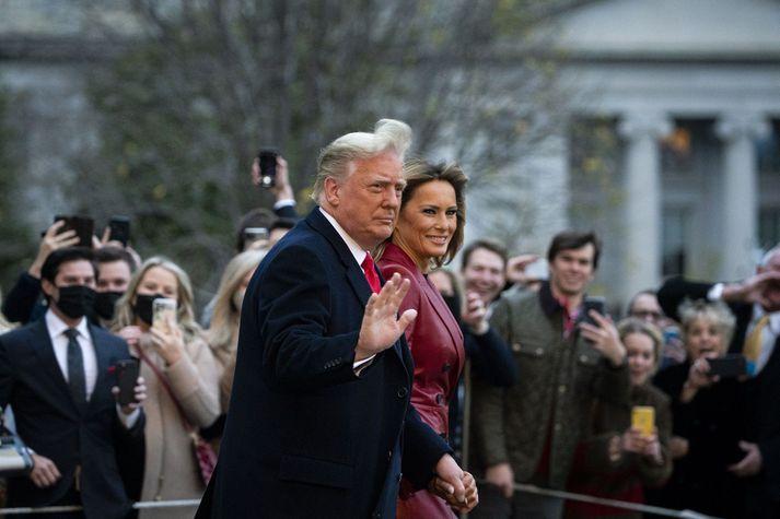 Trump og eiginkona hans Melania Trump halda frá Hvíta húsinu í dag en þau voru á leið til fundar með stuðningsmönnum Trump í Georgíuríki.