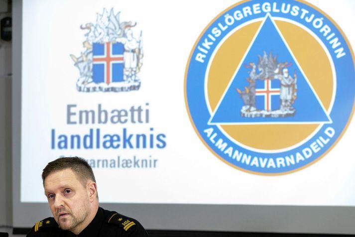 Rögnvaldur Ólafsson stýrir fundinum.