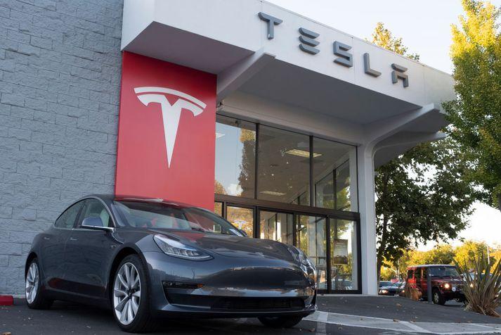 Tesla Model 3 verður líklega mest seldi rafbíll allra tíma innan ársfjórðungsins.