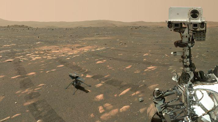 Sjálfsmynd sem Perseverance tók af sér og Ingenuity á Mars 6. apríl 2021.