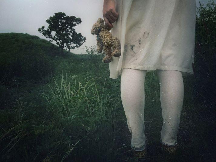 Upp komst um óléttu stúlkunnar í júlí þegar hún kvartaði yfir verkjum í maga og foreldrar hennar fluttu hana á sjúkrahús.