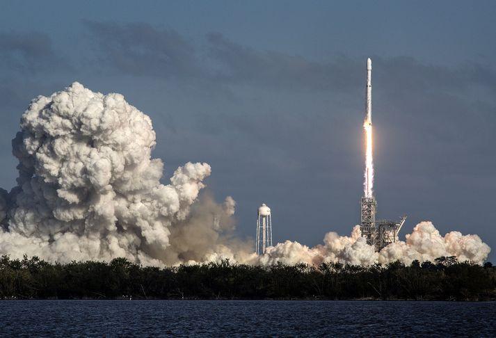 Frá geimskoti SpaceX í febrúar í fyrra.