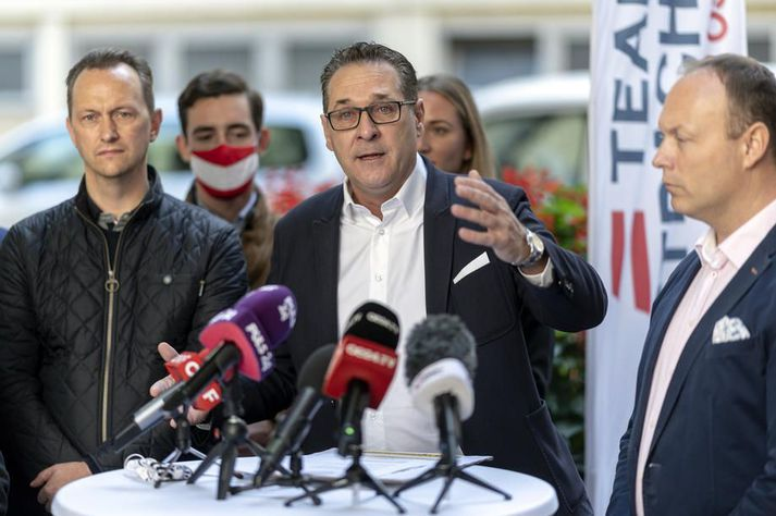 Heinz-Christian Strache (f.m.) hrökklaðist úr Frelsisflokknum eftir Ibiza-hneykslið en sneri aftur í stjórnmálin með nýjum flokki fyrrverandi frelsisflokksmanna.