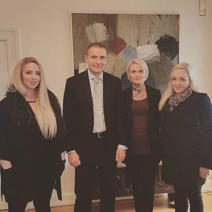 Anna Katrín, Guðni Th., Glódís Tara og Halla Ólöf á Bessastöðum í dag.