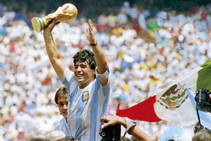 Diego Maradona á hátindi ferils síns sem langbesti fótboltamaður heims og heimsmeistari á HM 1986.