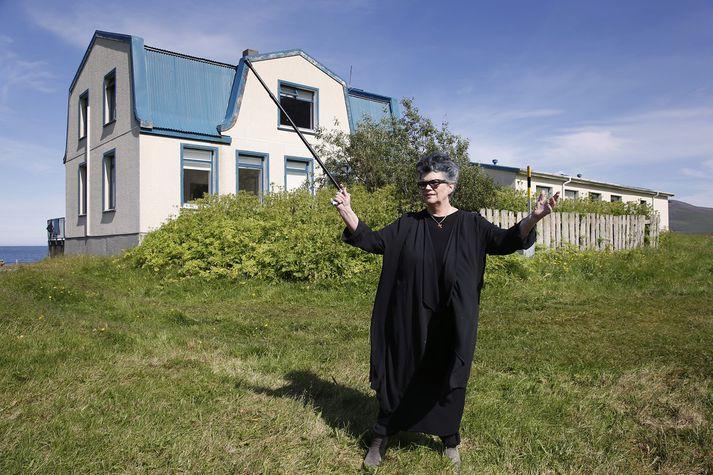 Vigdís Grímsdóttir, skólastjóri Finnbogastaðaskóla, sinnir kennslu í skólanum í breyttri mynd þar til börnum á skólaaldri fjölgar á ný.