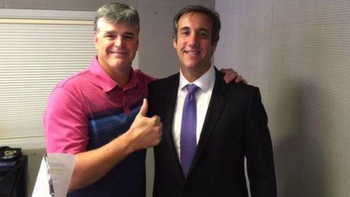 Sjónvarpsmaðurinn Sean Hannity og lögmaðurinn Michael Cohen á góðri stund.