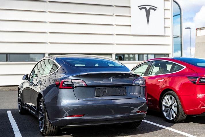 Tesla hefur selt fjölda bíla hér á landi og notið mikilla vinsælda frá því fyrirtækið opnaði útibú hér í fyrra.