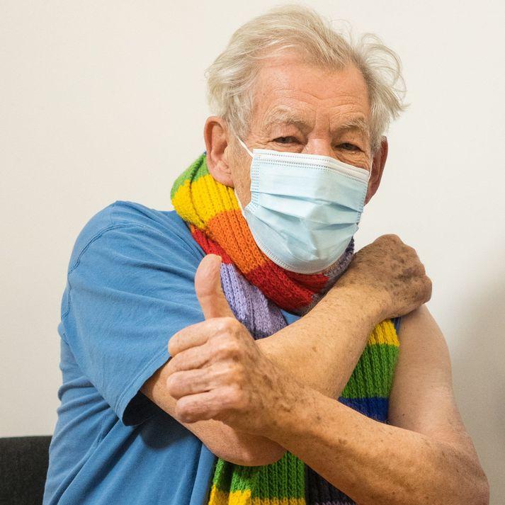 McKellen var alsæll með bólusetninguna.