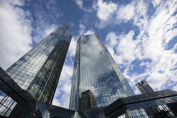 Höfuðstöðvar Deutsche Bank í Mainhattan, viðskiptahverfi Frankfurt.