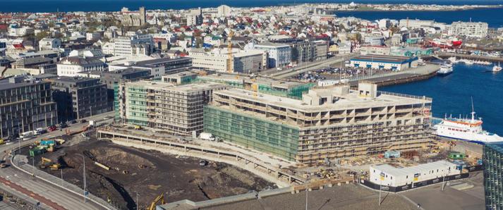 Búist er við að Marriott hótel opni í byrjun næsta árs.