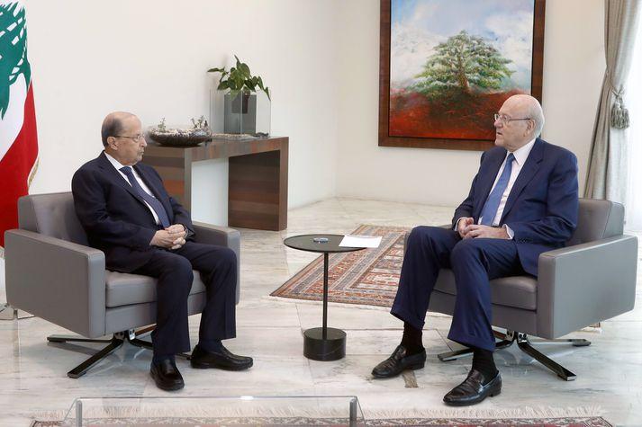 Michel Aoun forseti og Najib Mikati, nýr forsætisráðherra Líbanons, á fundi fyrr í dag.