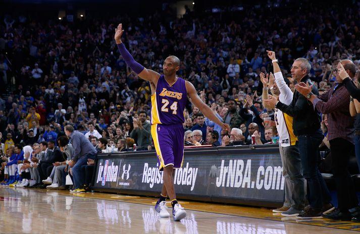 Kobe lék í treyju númer 24 á árunum 2006-16.
