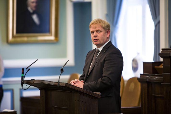 Haraldur Benediktsson í pontu Alþingis.