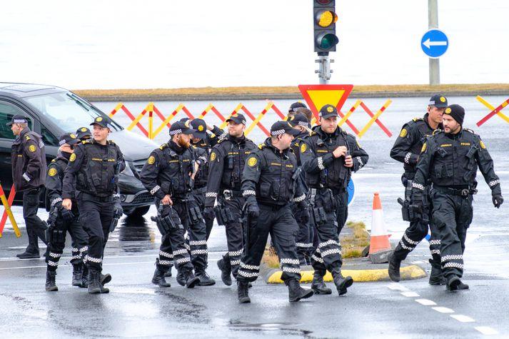 Ríkiskaup hafa boðið út kaup á fatnaði fyrir lögreglumenn.