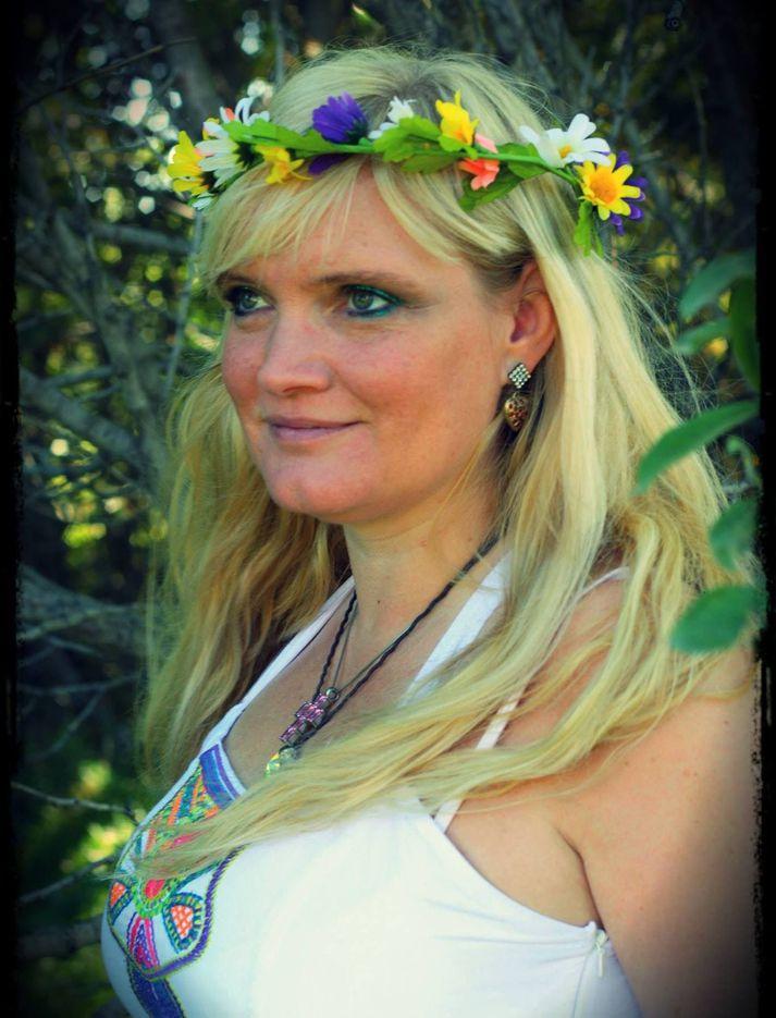 Elín tileinkar og nefnir lagið #metoo baráttunni.