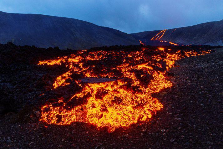 Hraun rennur aftur niður í Nátthaga frá eldgosinu í Fagradalsfjalli, líkt og þegar þessi mynd var tekin fyrr í sumar.