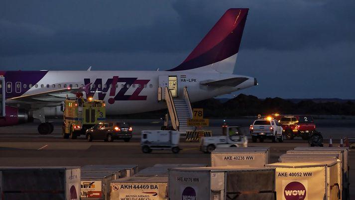 Flugvél Wizz air á Keflavíkurflugvelli nú í kvöld