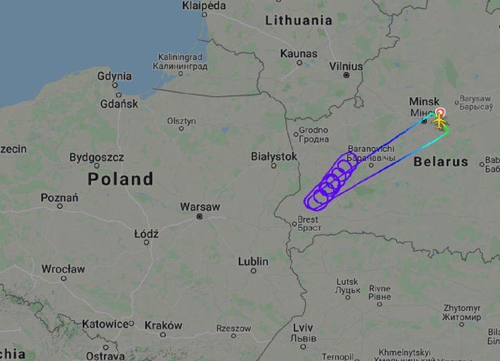Flugvélinni var flogið í marga hringi áður en henni var snúið aftur til Minsk.