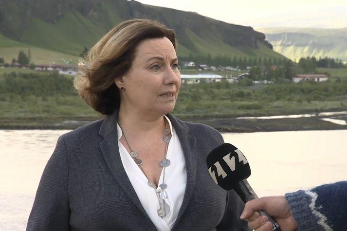 Eva Björk Harðardóttir, oddviti Skaftárhrepps, í beinni útsendingu í fréttum Stöðvar 2 frá Kirkjubæjarklaustri. Hún er jafnframt hótelstjóri Hótels Laka í Landbroti.