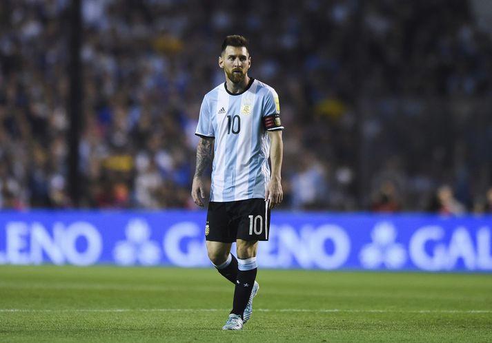 Lionel Messi mun mæta strákunum okkar í Rússlandi á næsta ári.