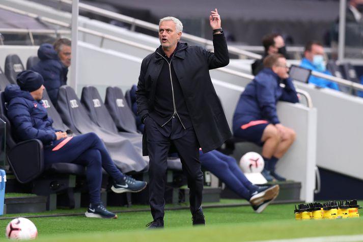Mourinho fer mikinn þessa dagana, bæði á hliðarlínunni sem og á samfélagsmiðlum.