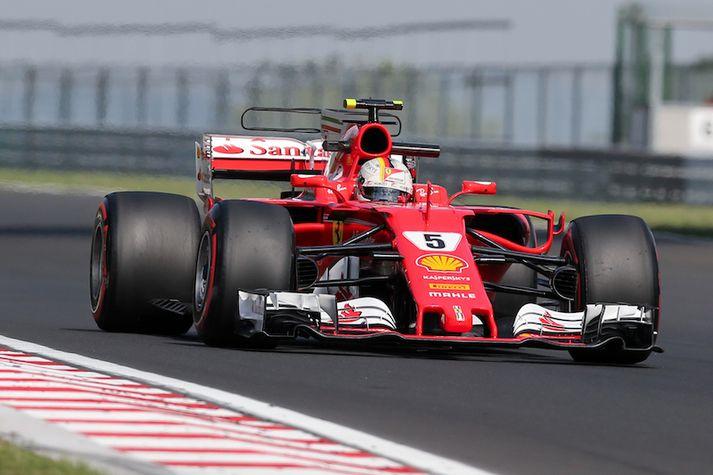 Vettel á Ferrari bílnum.