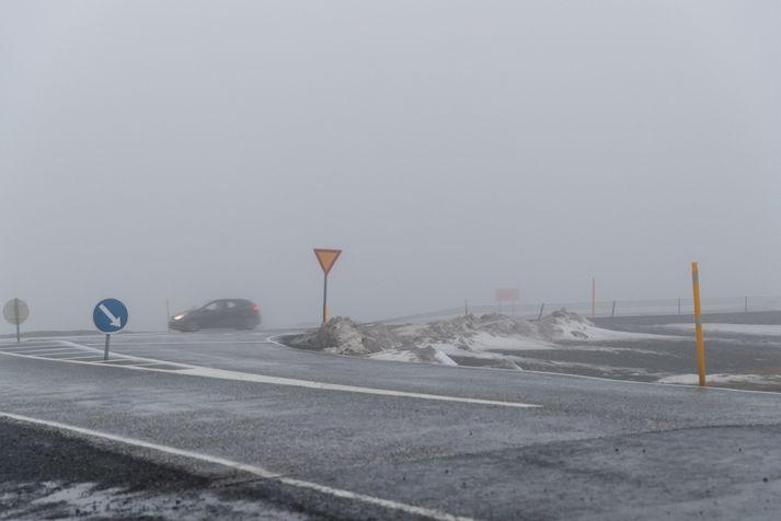 Svo gæti farið að loka þurfi veginum um Hellisheiði síðdegis vegna veðurs.