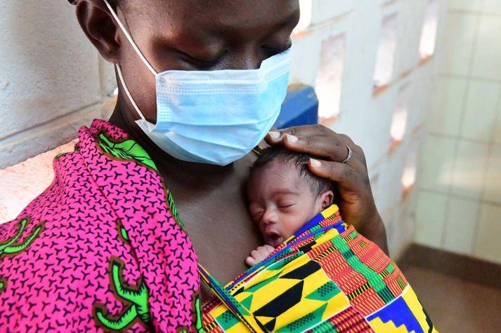 UNICEF óttast að 6,7 milljónir barna yngri en fimm ára bætist í hóp hættulegra vannræðra barna á þessu ári vegna félagslegra og efnahagslegra áhrifa COVID-19.