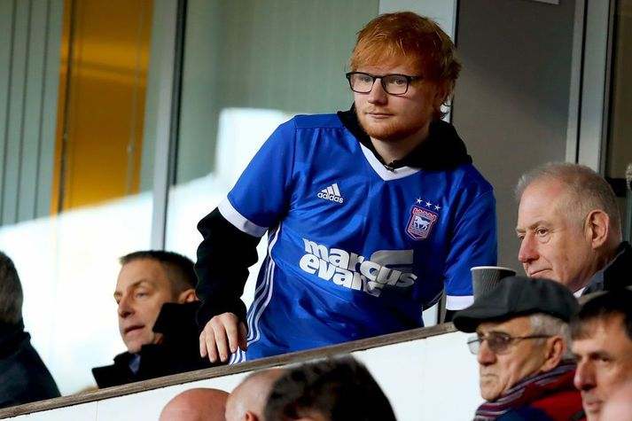 Ed Sheeran á leik með Ipswich þegar áhorfendur voru leyfðir á leikvöngum. Hann bíður þess nú að geta farið að mæta aftur á völlinn þegar fjöldatakmörkunum vegna kórónuveirufaraldursins verður aflétt.