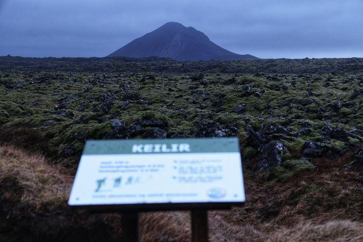 Skjálftahrinan á Reykjanesi hefur varað í rúma viku. Nú bendir ýmislegt til þess að eldgos sé í þann mund að hefjast.