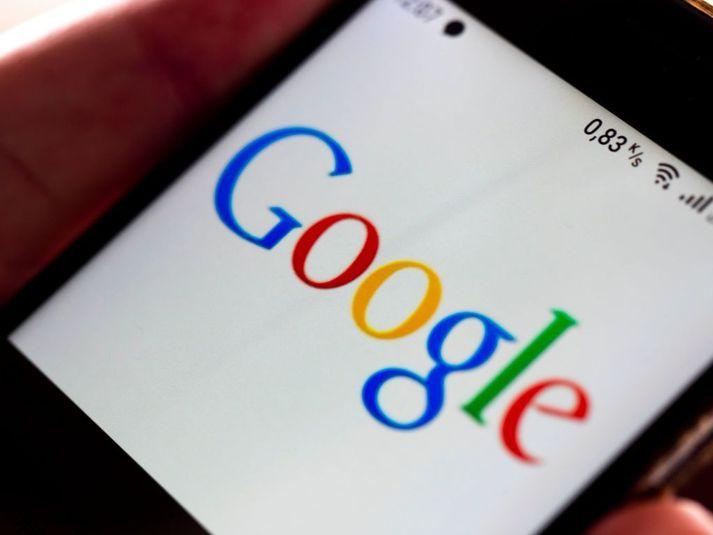 Google hótar að loka á þjónustu sína í Ástralíu en hefur samið við fréttamiðla í Frakklandi um greiðslur vegna aðgangs að efni þeirra.