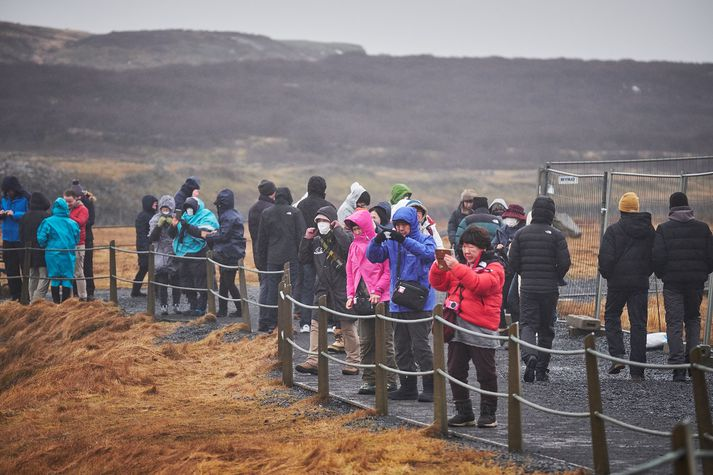 Jákvæðni Íslendinga í garð erlendra gesta hefur minnkað um 15,9 prósent á tveimur árum.