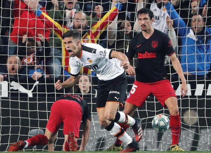 Gabriel Paulista fagnar marki sínu gegn Atlético Madrid í kvöld.
