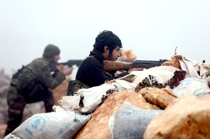 Sýrlenskir uppreisnarmenn berjast með Tyrkjum.