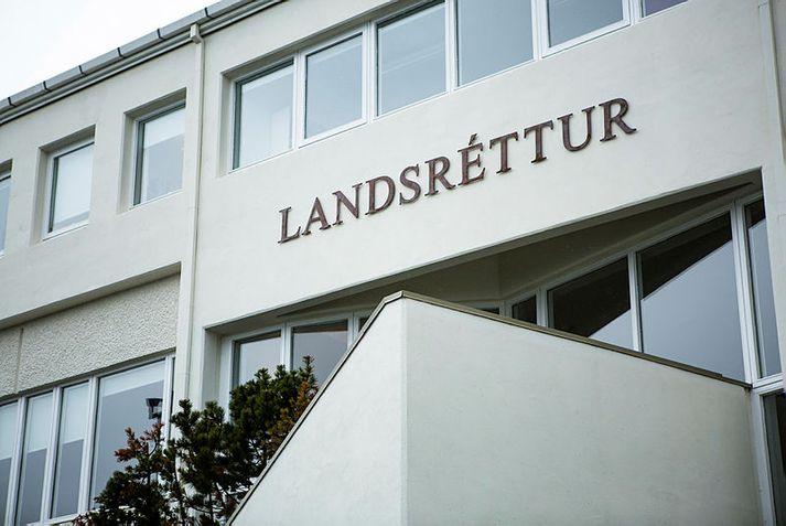 Landsréttur hefur staðfest áframhaldandi gæsluvarðhald yfir manni sem grunaður er um gróf kynferðisbrot á börnum.