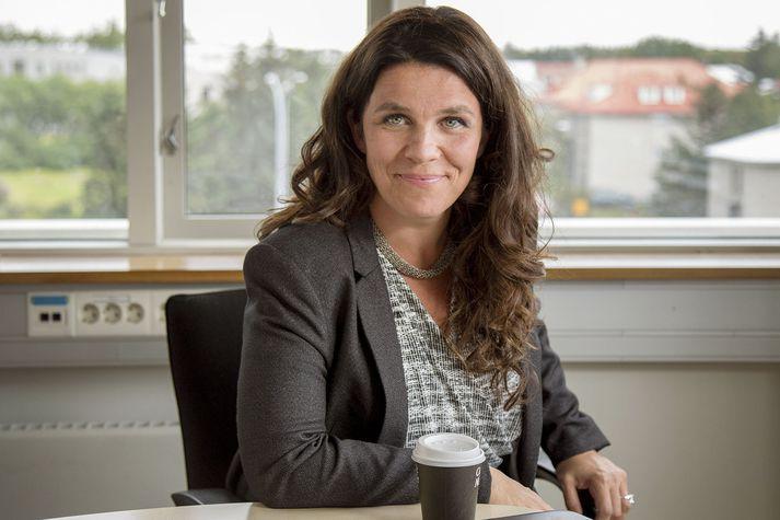 Helga Vala Helgadóttir, þingmaður Samfylkingarinnar, hefur reynt að ná sínum sjónarmiðum fram í dönskum fjölmiðlum.