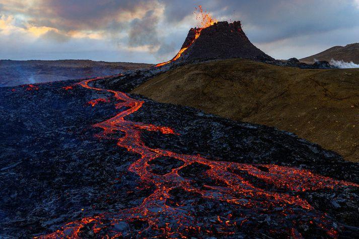Eldgosið í Geldingadal virðist vera stöðugt að sögn náttúruvársérfræðings á Veðurstofu Íslands.