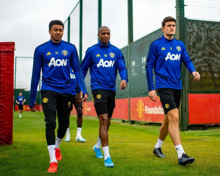 Jesse Lingard, Ashley Young og Harry Maguire gefa ekki fleiri áritanir fyrir utan æfingasvæði United.