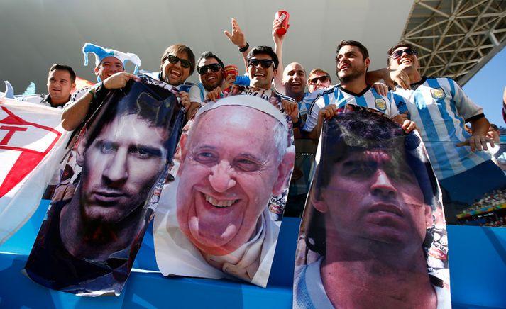 Lionel Messi, páfinn og Diego Maradona.