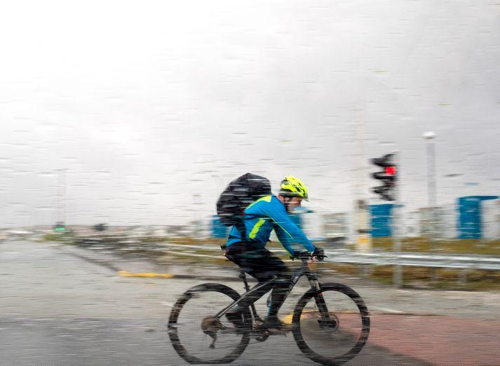 Búast má við stormi um mestallt land á sunnudag.