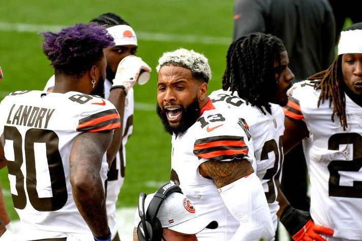 Odell Beckham Jr. fagnarhér með liðfélögum sínum í Cleveland Browní leik á móti Pittsburgh Steelers.