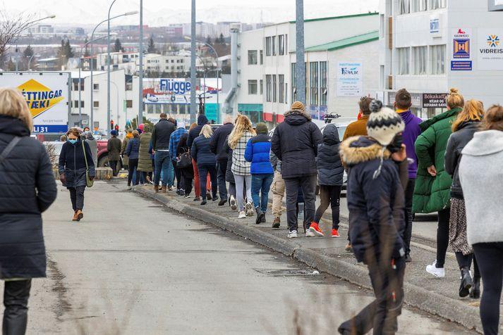 Sýnataka vegna Covid-19 hjá Heilsugæslu höfuðborgarsvæðisins í dag. Fleiri hundruð eru í sóttkví.