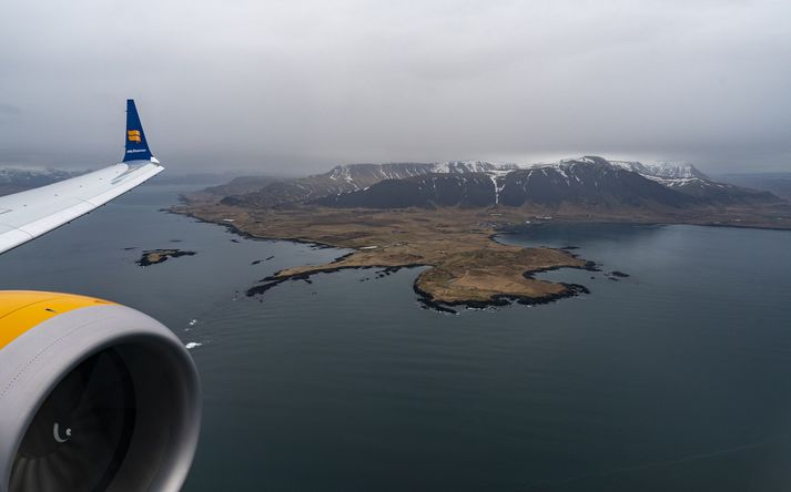 Um var að ræða flug Icelandair frá Berlín til Íslands og Íslands til Toronto. Um 300 manns voru í þessum vélum en samkvæmt upplýsingum frá Icelandair voru nokkrir tugir Íslendinga í þessum vélum.