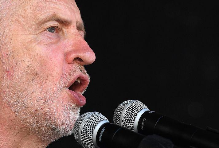 Corbyn hefur lengi glímt við ásakanir um að hann taki gyðingaandúð í flokki sínum ekki alvarlega.