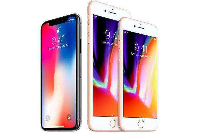 Hér má sjá iPhone X við hliðina á iPhone 8 og 8 plus