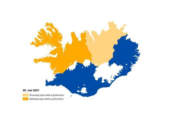Áfram er óvissu- eða hættustig vegna hættu á gróðureldum á norðanverðu landinu.
