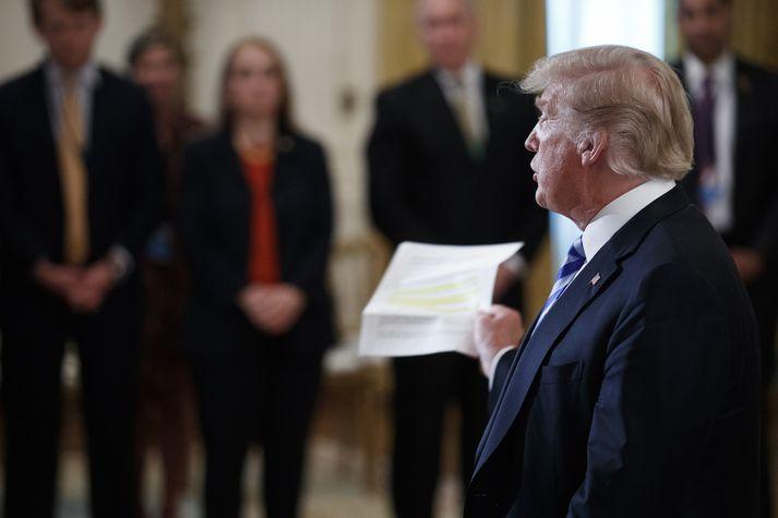 Donald Trump í Hvíta húsinu í fyrradag þar sem hann ræddi meðal annars greinina í New York Times.