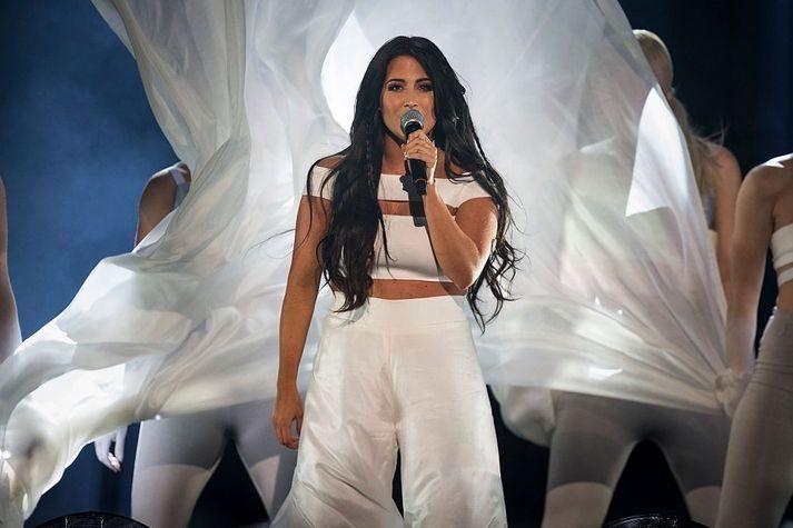 Hin 27 ára Sandén var fulltrúi Svía í Junior Eurovision Song Contest árið 2006 og tók þátt í Melodifestivalen, undankeppni Svía í Eurovision, árin 2009, 2012 og 2016.