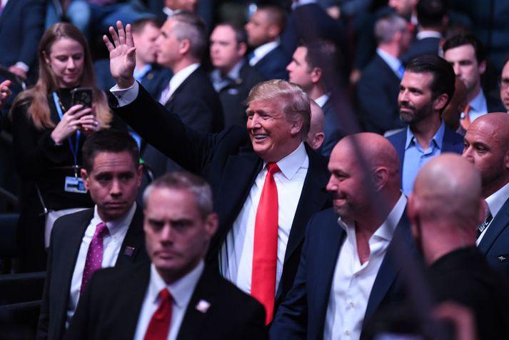 Trump mætir í MSG í fylgd Dana White, forseta UFC.